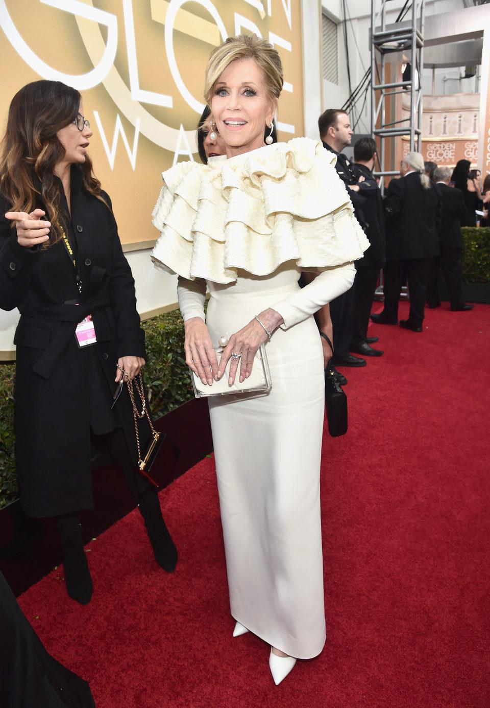 Jane Fonda in the 2016 Golden Globes red carpet