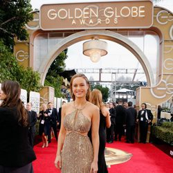 Brie Larson in the 2016 Golden Globes red carpet