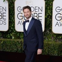 Gerard Butler at the 2016 Golden Globes red carpet