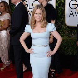 Jennifer Jason Leigh in the 2016 Golden Globes red carpet