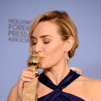 Kate Winslet with her Golden Globe Award for 'Steve Jobs'