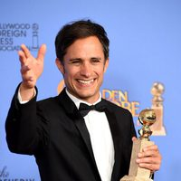 Gael García Bernal wins the Golden Globe for 'Mozart in the Jungle'