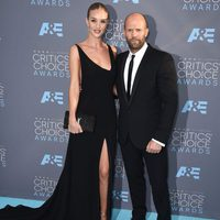 Jason statham go to the 2016 Critics Choice Awards gala with his girlfriend