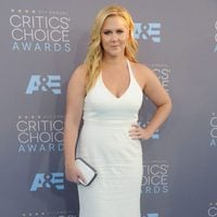 The funny Amy Schumer before go into the ceremony of 2016 Critics Choice Awards