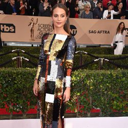 Alicia Vikander at the SAG Awards 2016 red carpet