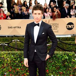 Eddie Redmayne in red carpte of 2016 SAG Awards