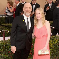 J.K. Simmons and Olivia Simmons in red carpet of SAG Awards 2016