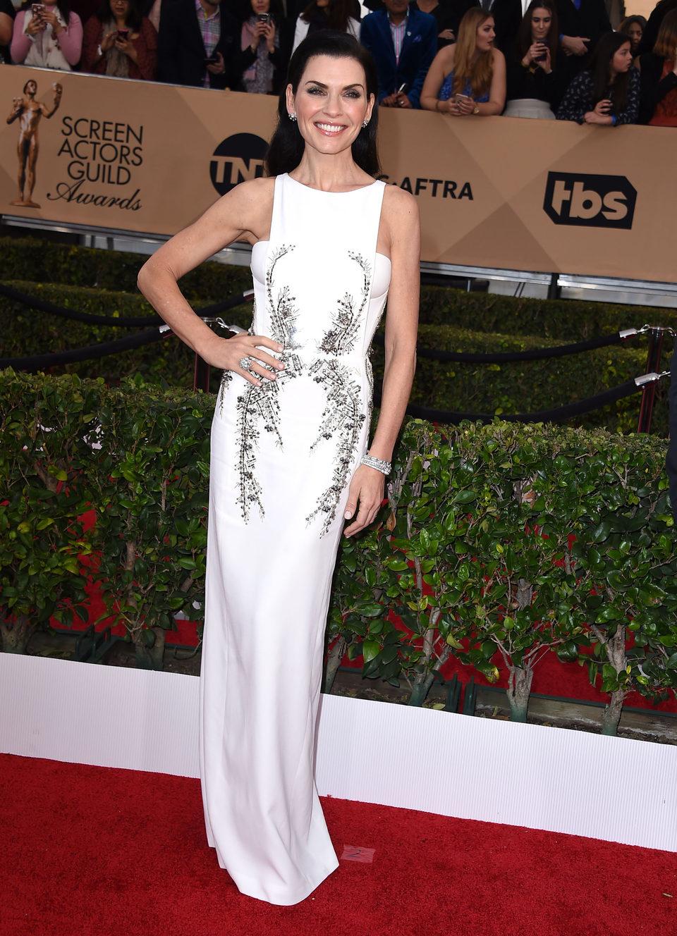 Julianna Margulies at the SAG Awards 2016 red carpet