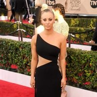 Kaley Cuoco at the SAG Awards 2016 red carpet