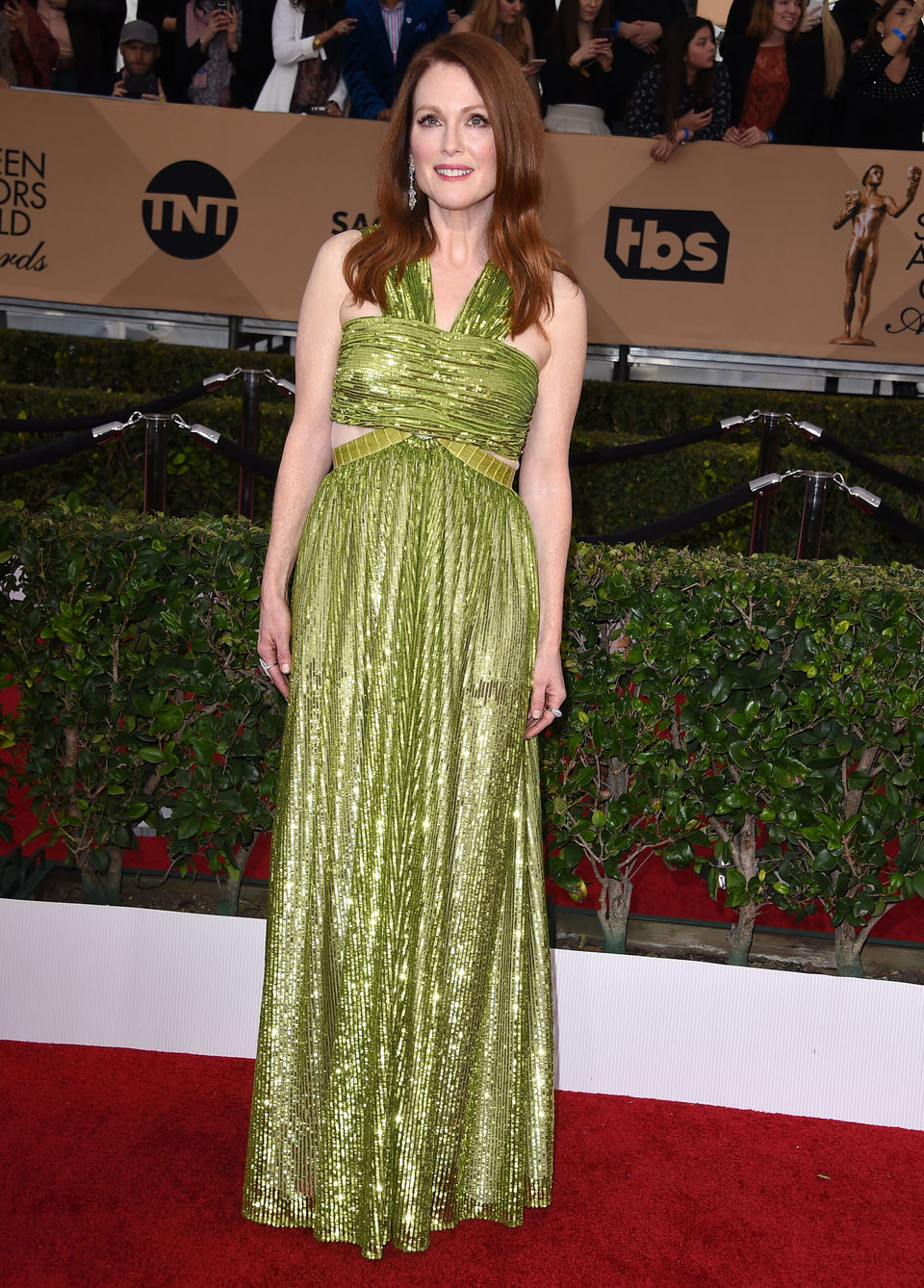 Julianne Moore at the SAG Awards 2016 red carpet