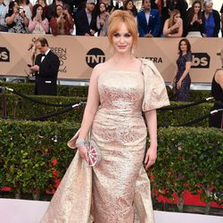 Christina Hendricks at the SAG Awards 2016 red carpet
