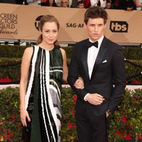 Eddie Redmayne and Hannah Bagshawe in red carpet of SAG Awards 2016