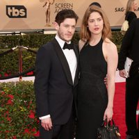 Iwan Rheon and Zoe Grisedale in red carpet of SAG Awards 2016