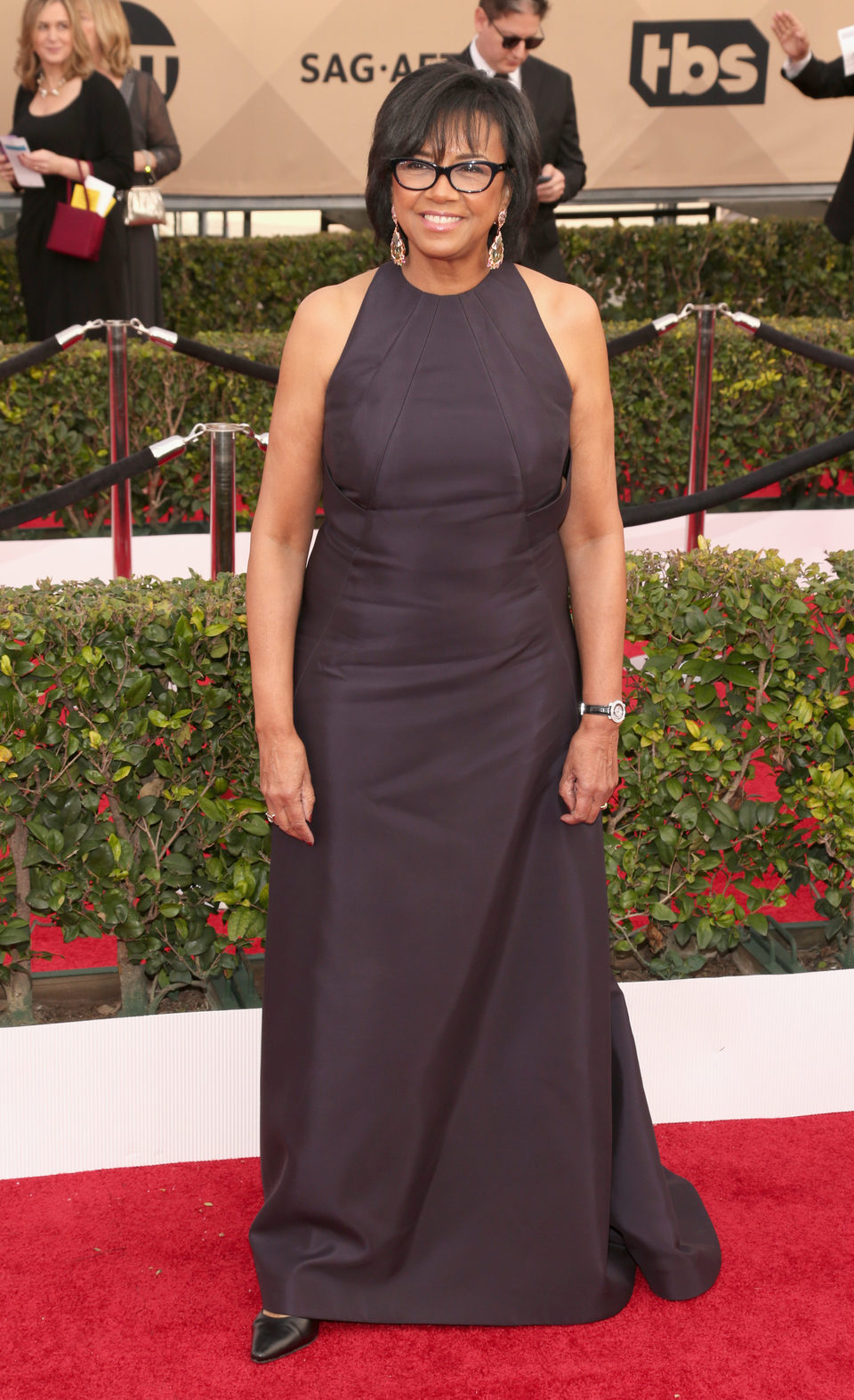 Cheryl Boone Isaacs in red carpet of SAG Awards 2016