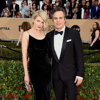 Mark Ruffalo and Sunrise Coigney at the SAG Awards 2016 red carpet