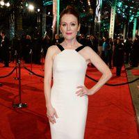 Julianne Moore at the 2016 BAFTA Awards' red carpet