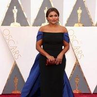 Mindy Kaling at the Oscars 2016 red carpet