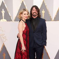 Dave Grohl and Jordyn Blum at the Oscars 2016 red carpet