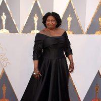 Whoopi Goldberg at the Oscars 2016 red carpet