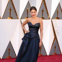 Sofia Vergara at the Oscars 2016 red carpet
