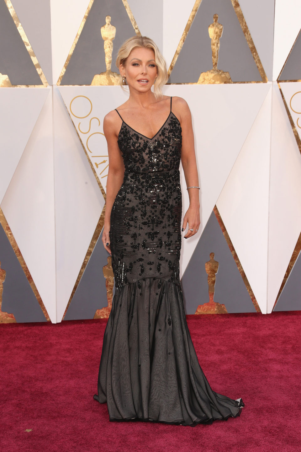 Kelly Ripa at the Oscars 2016 red carpet