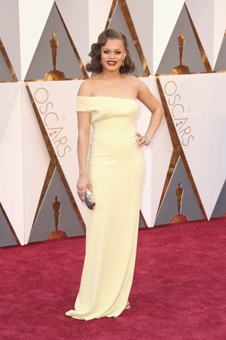 Andra Day at the Oscars 2016 red carpet