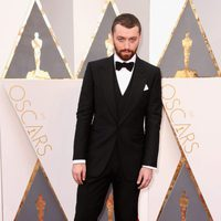 Sam Smith at the Oscars 2016 red carpet
