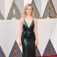 Saoirse Ronan at the Oscars 2016 red carpet