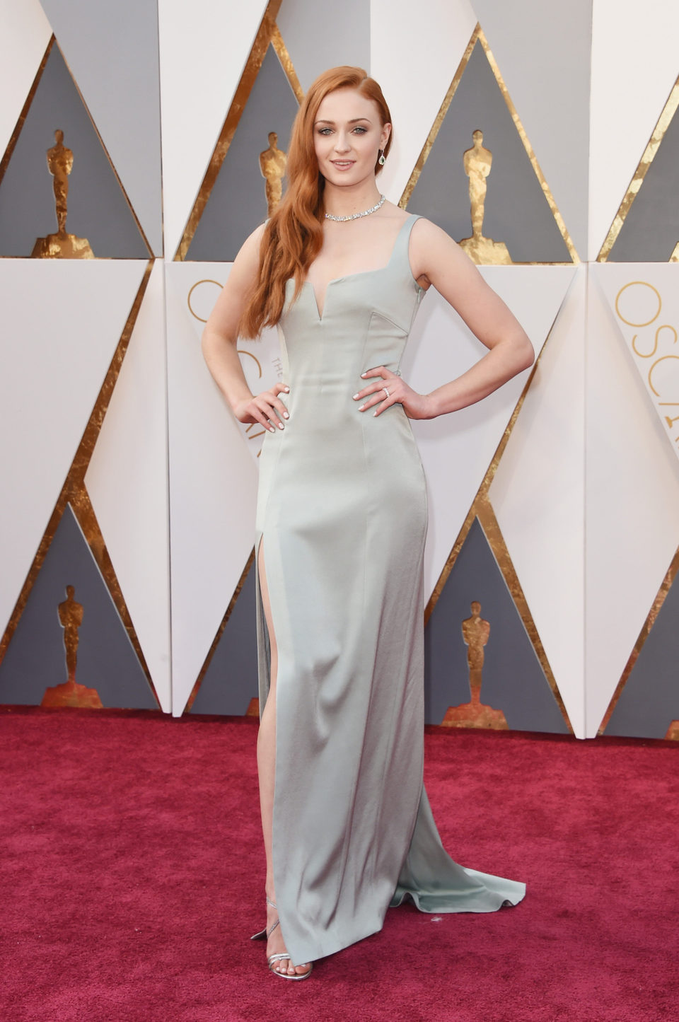 Sophie Turner at the Oscars 2016 red carpet