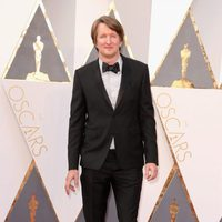 Tom Hooper at the Oscars 2016 red carpet