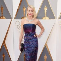 Naomi Watts at the Oscars 2016 red carpet