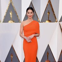 Olivia Munn at the Oscars 2016 red carpet