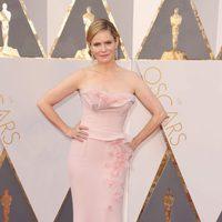 Jennifer Jason Leigh at the Oscars 2016 red carpet