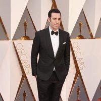 Sacha Baron Cohen at the Oscars 2016 red carpet