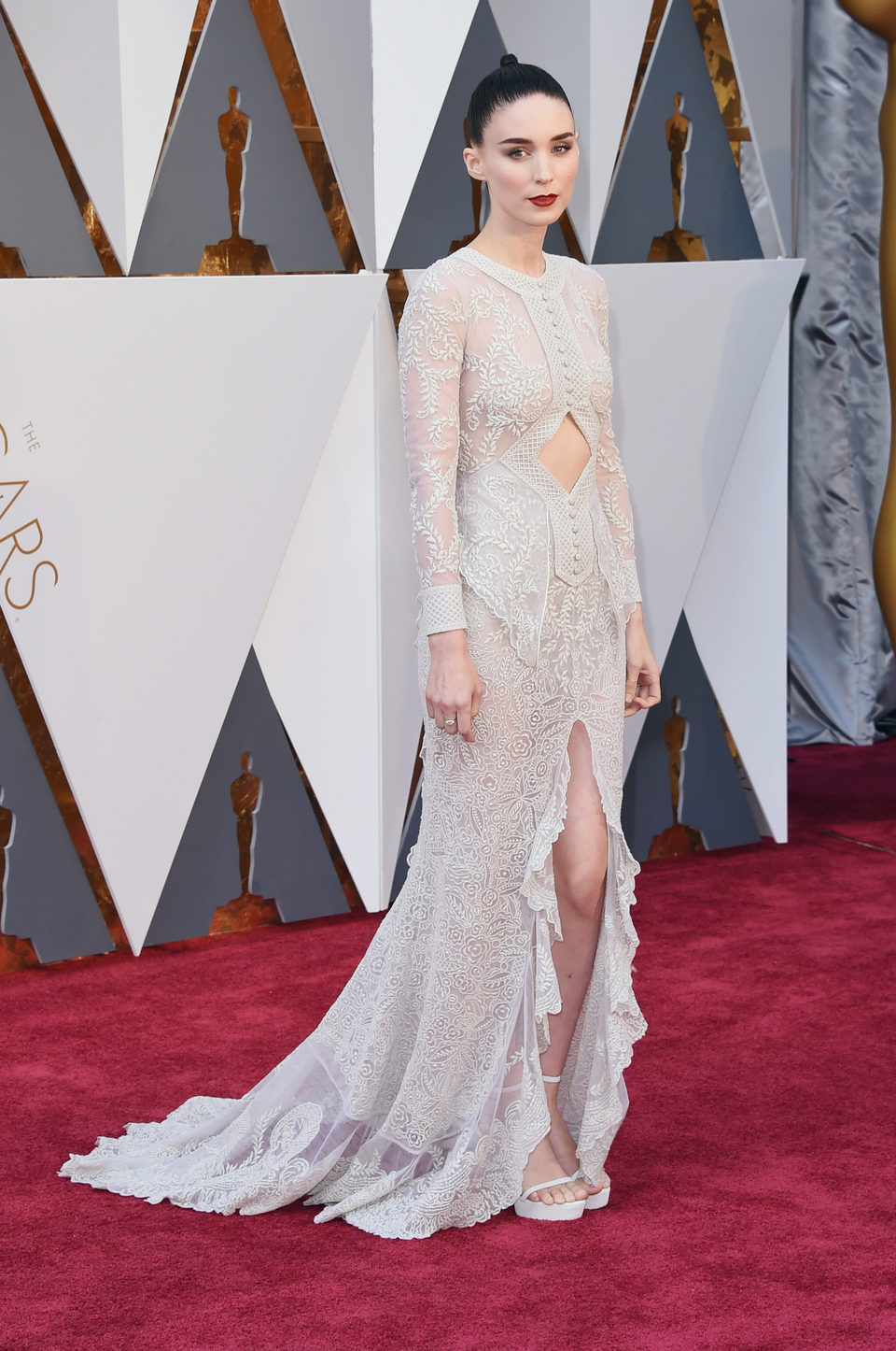 Rooney Mara at the Oscars 2016 red carpet
