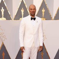 Common at the Oscars 2016 red carpet