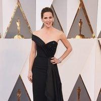 Jennifer Garner at the Oscars 2016 red carpet