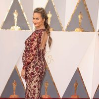 Chrissy Teigen at the Oscars 2016 red carpet