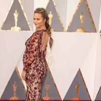 Chrissy Teigen at the Oscars 2016 red carpet