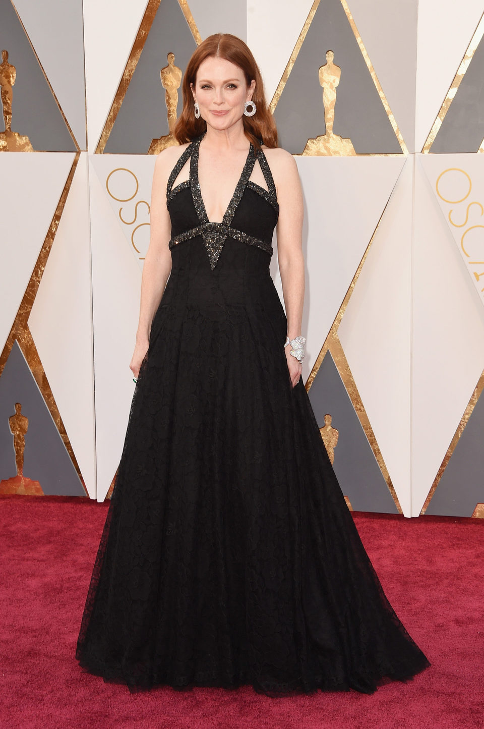 Julianne Moore at the Oscars 2016 red carpet