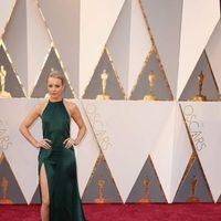 Rachel McAdams at the Oscars 2016 red carpet
