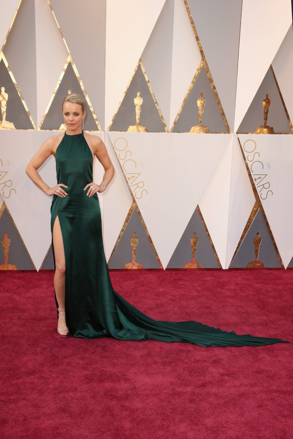 Rachel McAdams at the Oscars 2016 red carpet