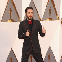 Jared Leto at the Oscars 2016 red carpet