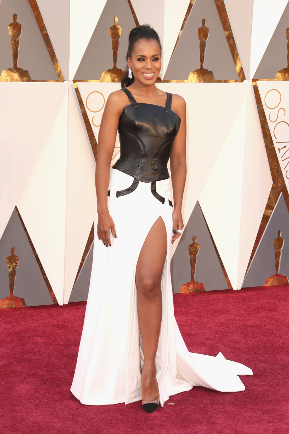 Kerry Washington at the Oscars 2016 red carpet