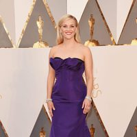 Reese Witherspoon at the Oscars 2016 red carpet