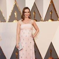 Emily Blunt at the Oscars 2016 red carpet