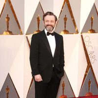Michael Sheen at the Oscars 2016 red carpet