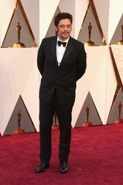 Benicio del Toro at the Oscars 2016 red carpet