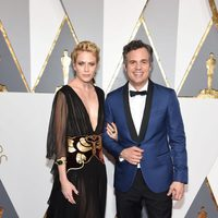 Mark Ruffalo and Sunrise Coigney at the Oscars 2016 red carpet