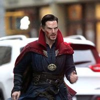 Benedict Cumberbatch running in an urban zone in 'Doctor Strange' shooting
